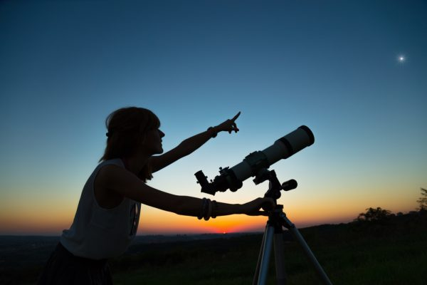 image 1057755827 600x400 - Buying Your First Telescope - 5 Essential Tips